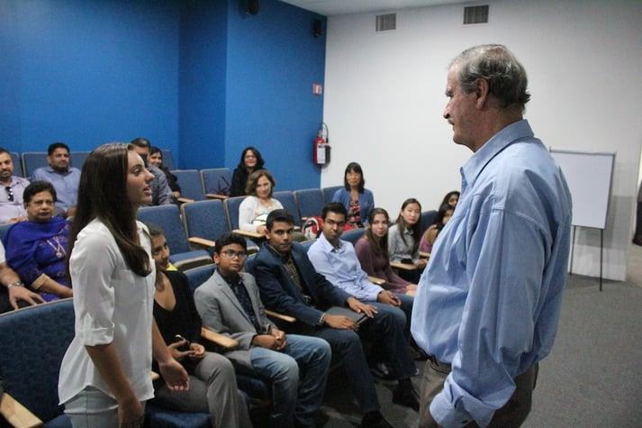 Santa Susana High School visita Centro Fox
