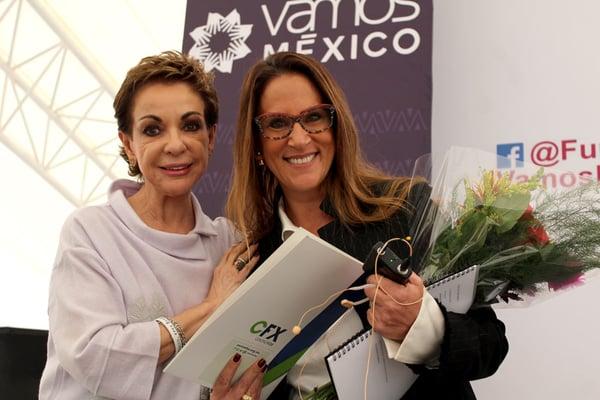 Marta-Sahagun-y-Veronica-Umanski-de-Salame-en-Foro-Sumando-por-Mexico