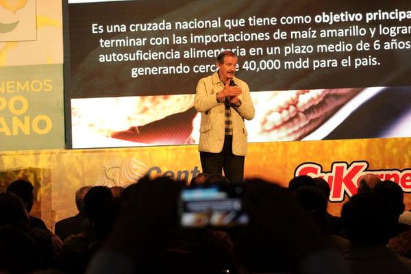 Vicente-Fox-presenta-la-Revolucion-Amarilla-en-Centro-Fox