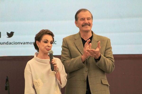 Vicente-Fox-y-Marta-Sahagun-en-el-Foro-Sumando-por-Mexico