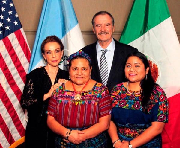 Rigoberta Menchú con Vicente Fox en World Leader TCU