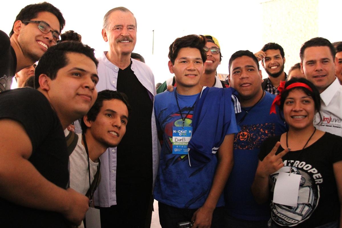 Hackatoneros y Vicente Fox #HackatonCFOX