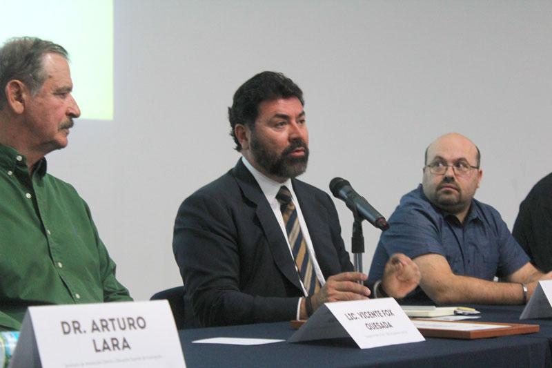 Rueda-de-Prensa-HACKATON-en-Centro-Fox-4.jpg